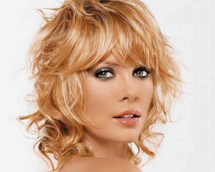 женская стрижка «Каскад» на средние волосы
