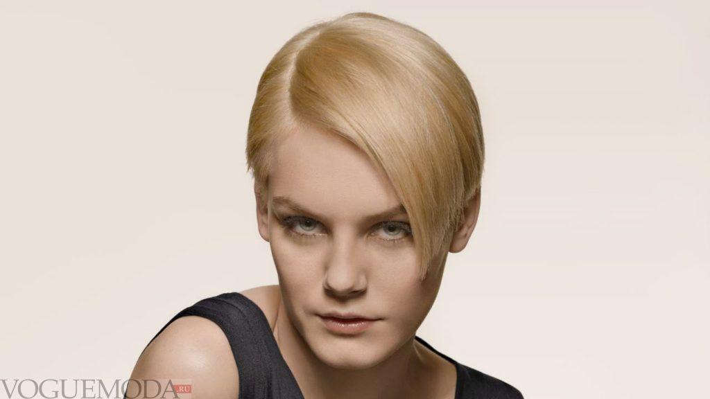 стрижка с длинной челкой и коротким затылком для блондинок