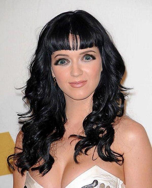 длинные черные волосы с короткой челкой