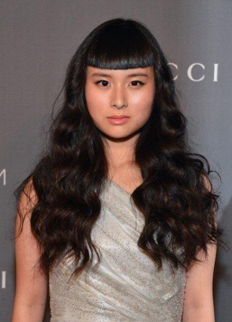длинные волнистые волосы с короткой челкой