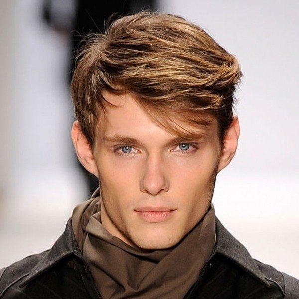 мужская стрижка с длинной челкой для русых волос