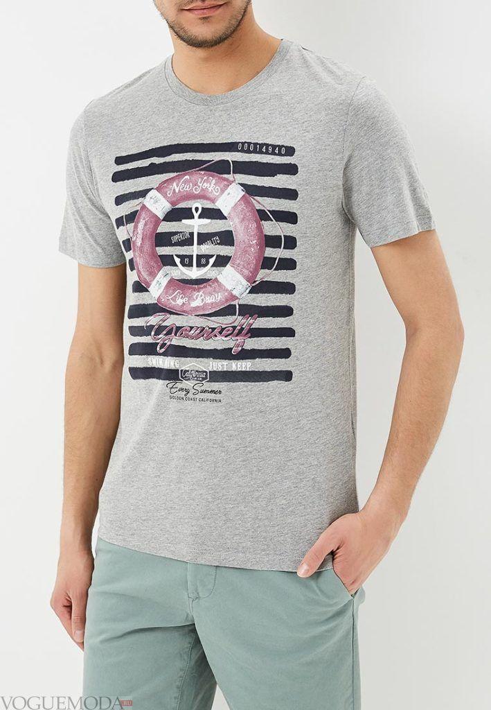 мужская серая футболка с принтом