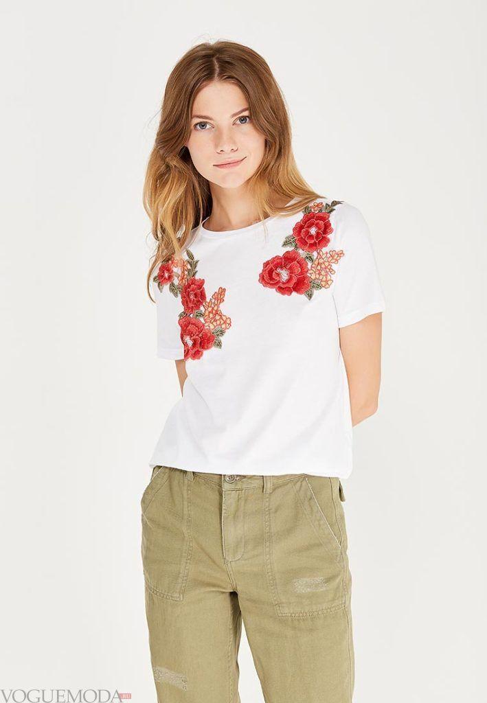 женская белая футболка с цветочным декором