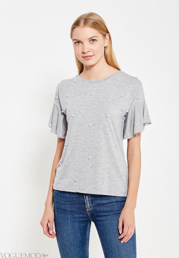 женская серая футболка с оборками