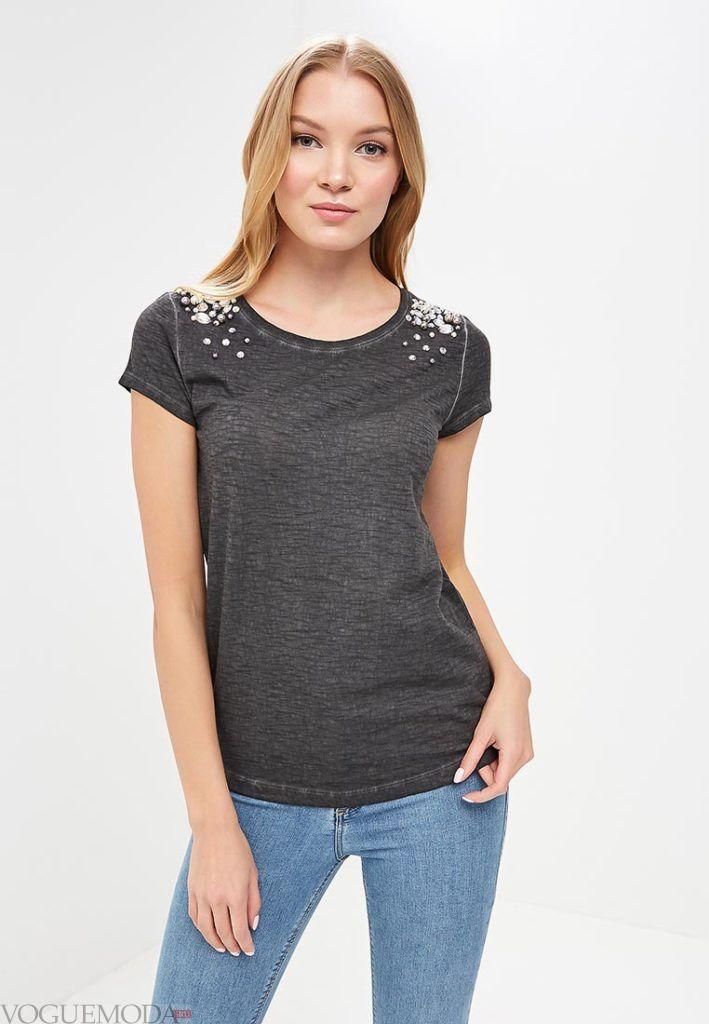 женская серая футболка с декором