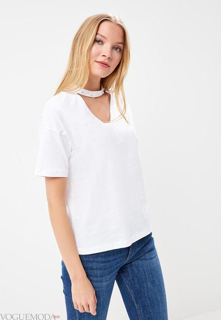 женская футболка с вырезом