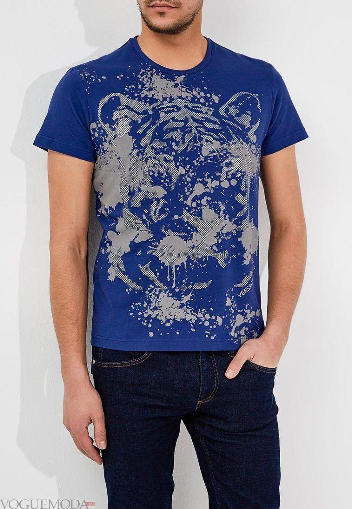 мужская синяя футболка с интересным рисунком