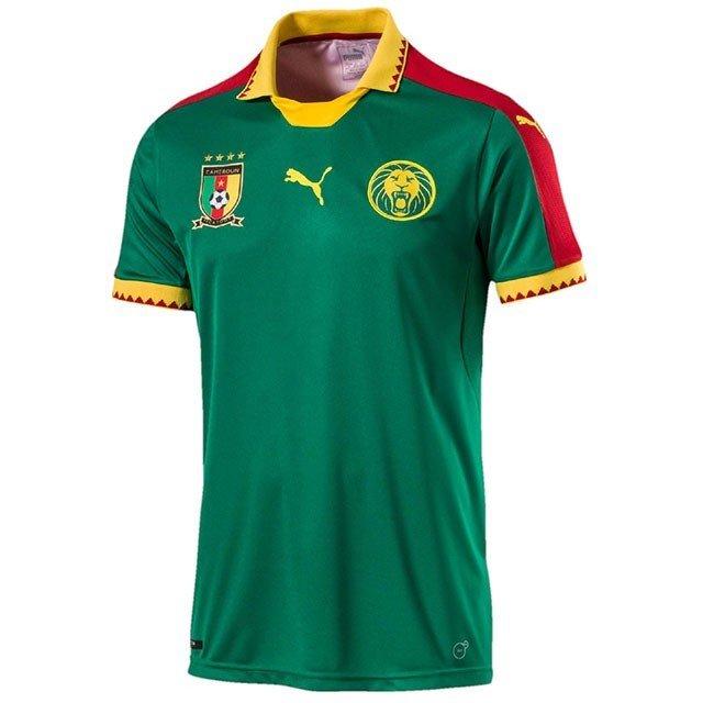 зеленая футбольная футболка