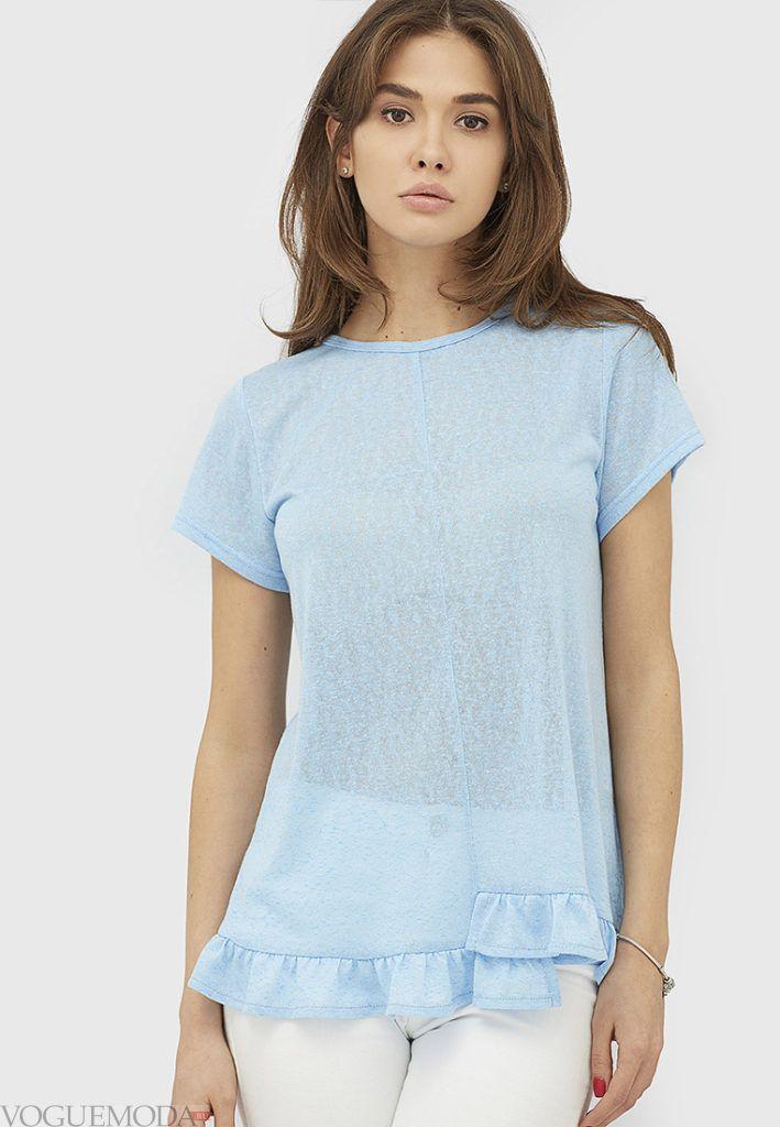 женская голубая футболка с рюшей