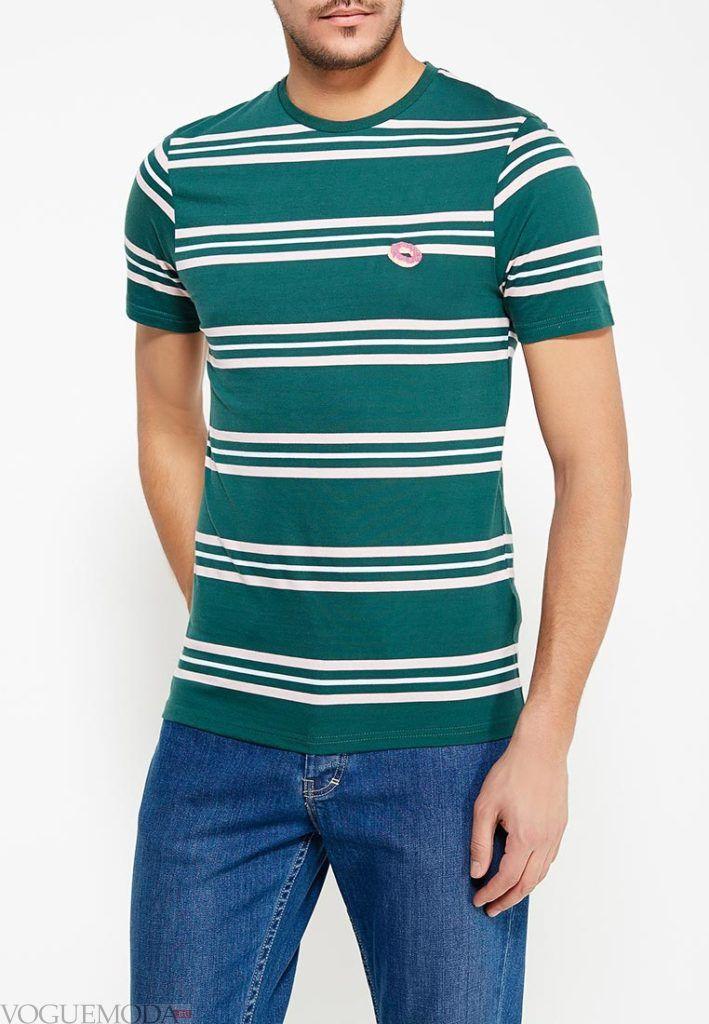 зеленая полосатая футболка