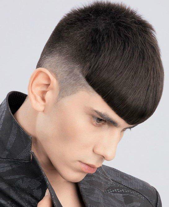 мужская стрижка «С выбритыми висками» для брюнетов