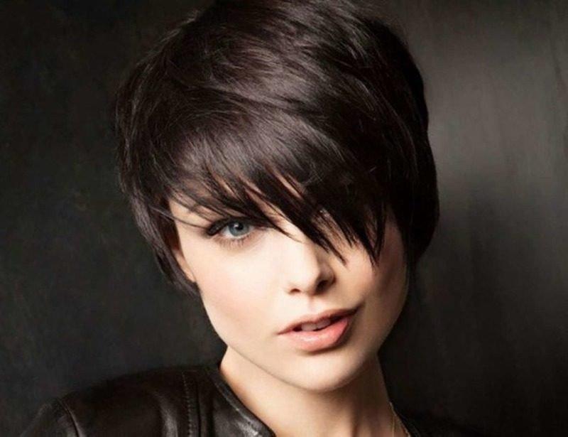 стрижка «Пикси» для темных волос