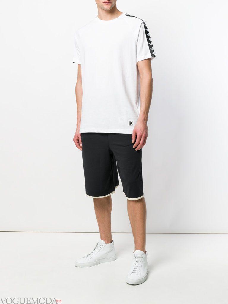 черные мужские шорты и белая футболка