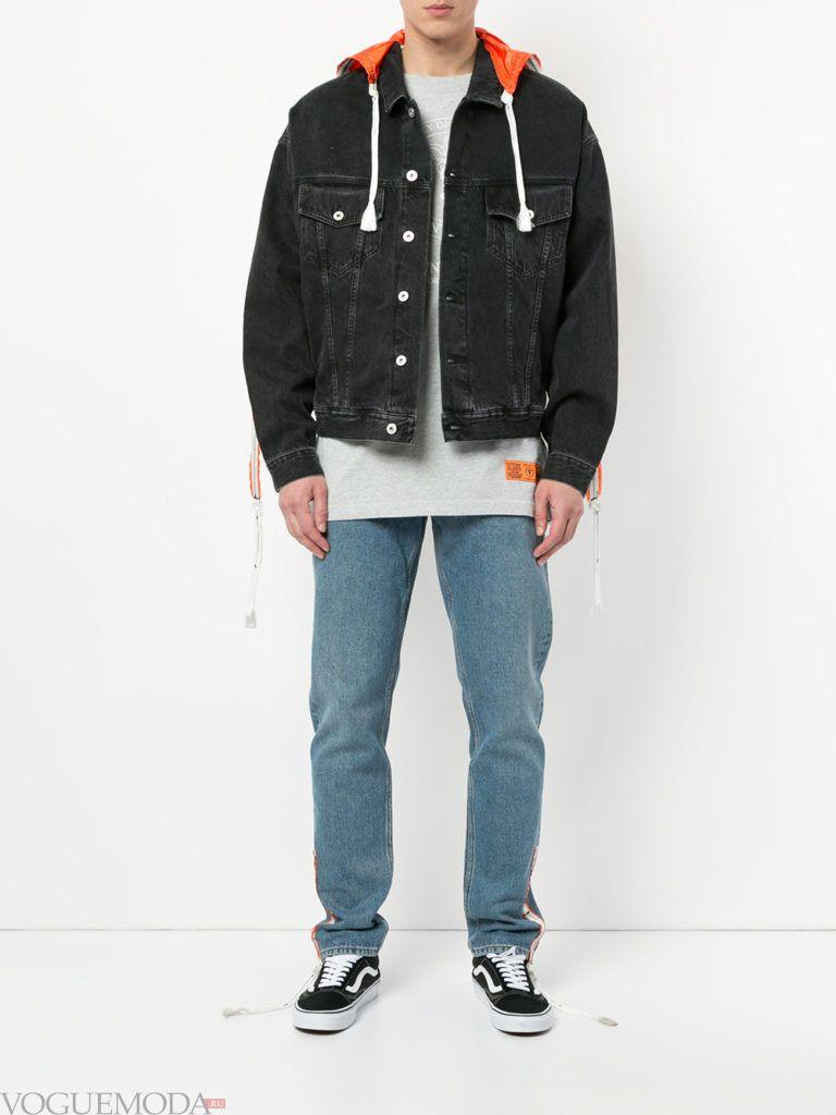 мужская черная джинсовая куртка и синие джинсы