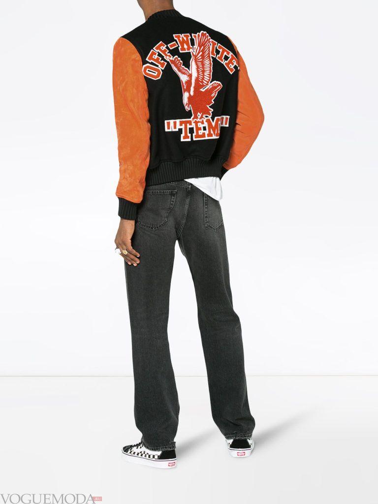 мужская куртка бомбер с рисунком и темные брюки