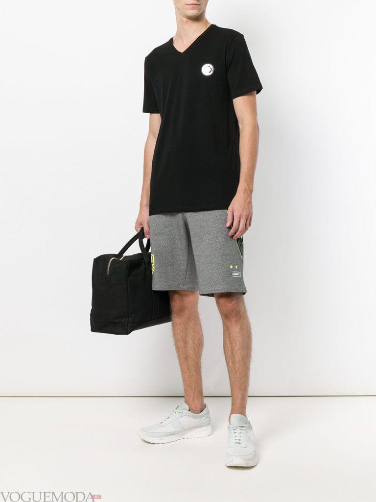 мужские серые шорты и черная футболка