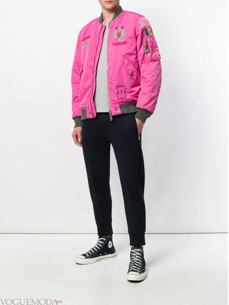 мужские высокие кеды и розовая куртка бомбер