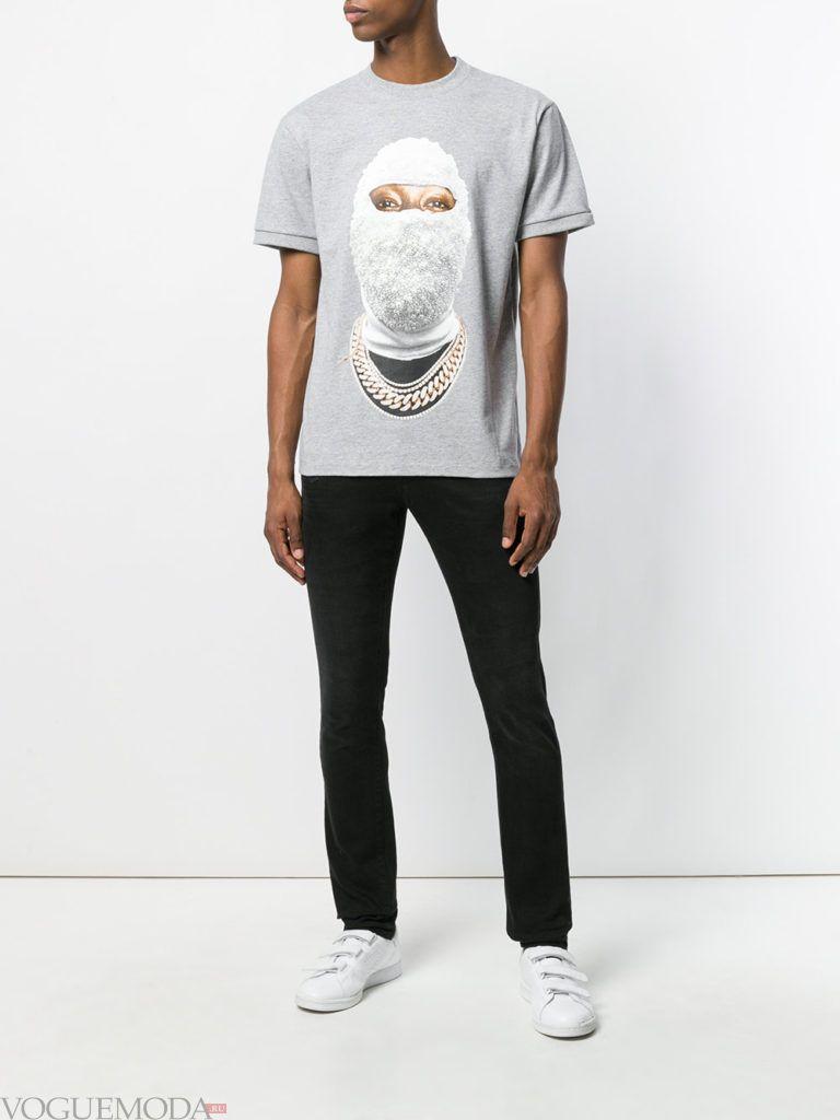 мужские черные брюки и серая футболка с рисунком лето