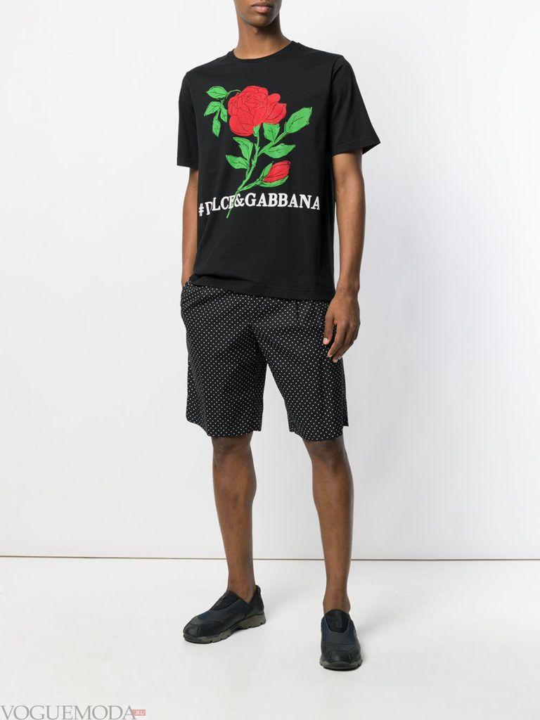 мужские шорты с принтом и черная футболка с рисунком лето
