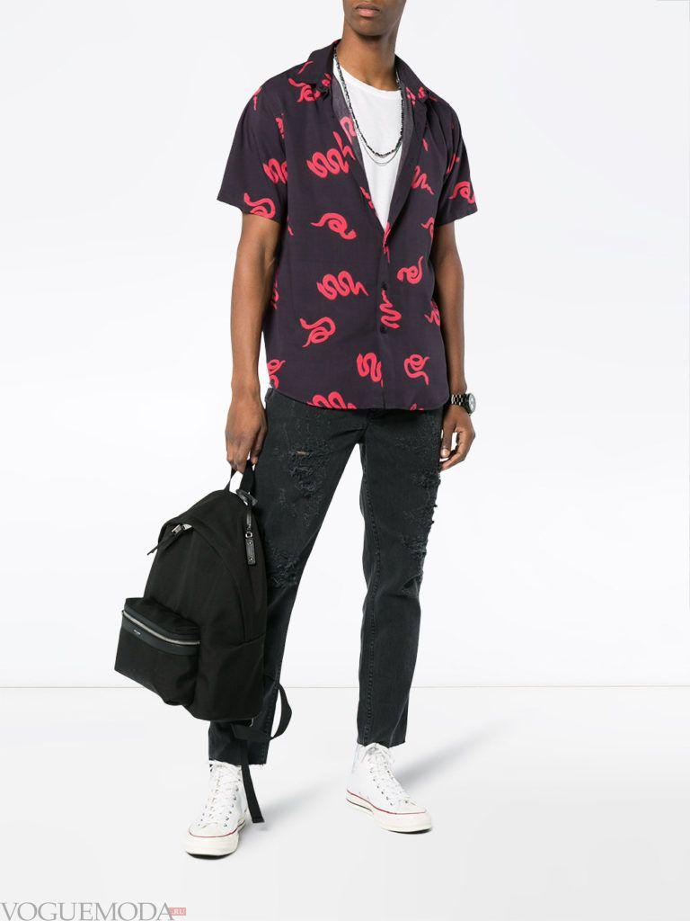 мужские джинсы и рубашка с принтом лето