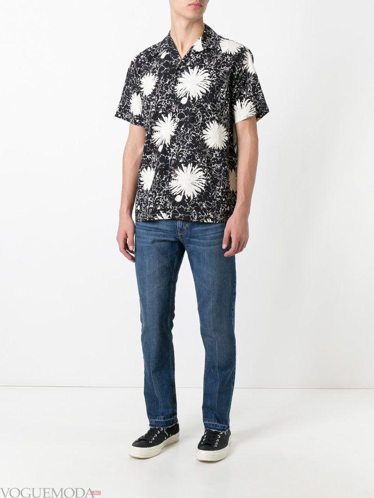 мужские прямые джинсы и рубашка с принтом лето