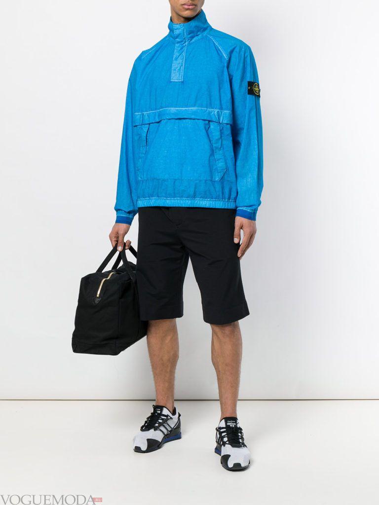 мужские черные шорты и голубая ветровка лето