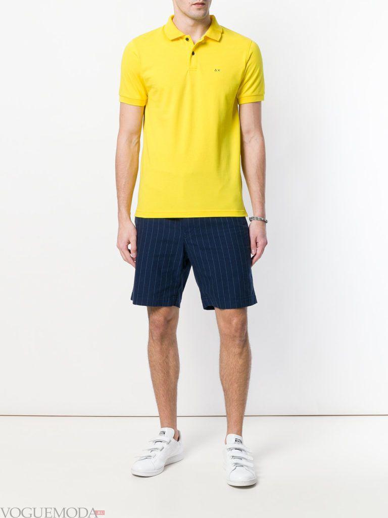 мужские синие шорты и желтое поло лето