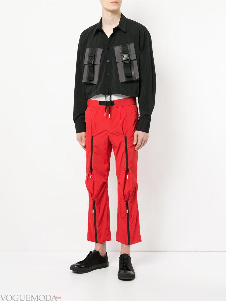 мужские красные брюки и черная рубашка с декором весна