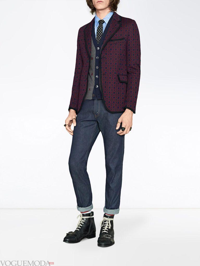мужские джинсы с отворотом и бордовый пиджак весна