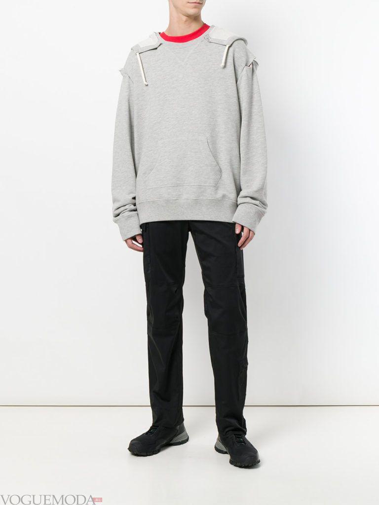 мужские черные брюки и серая толстовка весна