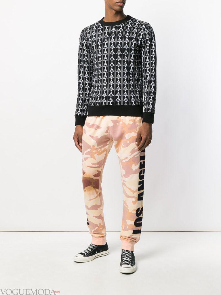 мужские спортивные брюки с принтом и свитер с принтом весна