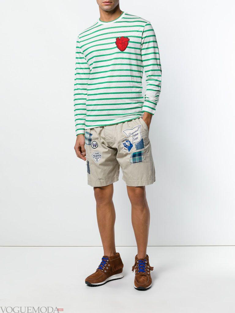мужские бежевые шорты с декором и лонгслив в полоску