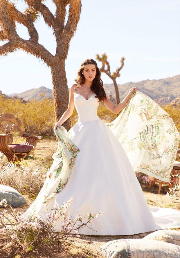 белое пышное платье без бретелей