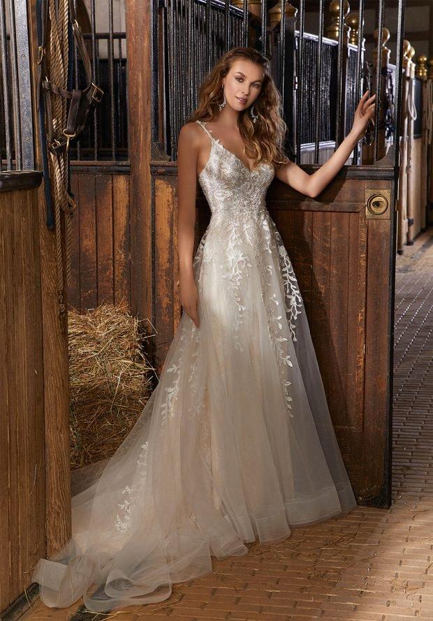 белое кружевное платье на тонких бретелях